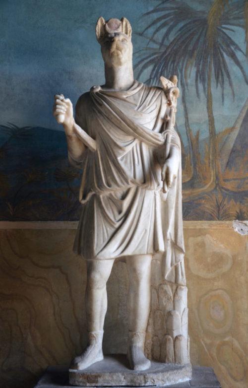 скульптура Анубиса в Риме